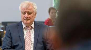 Steht wegen seiner Asylpolitik auch parteiintern unter Beschuss: CSU-Chef Horst Seehofer.