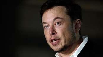 Musk hatte am vergangenen Dienstag mit einem Tweet, wonach er erwäge, Tesla bei einem Aktienkurs von 420 Dollar von der Börse zu nehmen, für große Aufregung gesorgt