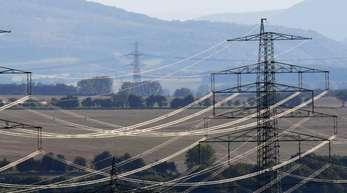 Stromleitungen bei Erfurt (Thüringen).