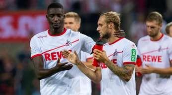 Redebedarf: Die FC-Profis Serhou Guirassy (l) und Marcel Risse nach dem 1:1 gegen Berlin.