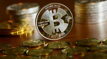 Nach dem Rekordhoch, das der Bitcoin Ende 2017 bei etwa 20.000 Dollar erreicht hatte, folgten in der ersten Jahreshälfte starke Preisrückgänge.