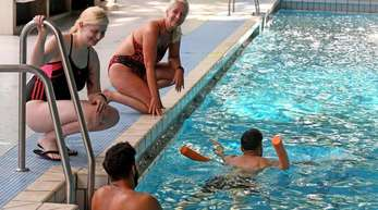 Schwimmunterricht für Flüchtlinge im Fössebad in Hannover.