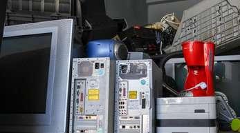 Elektrogeräte auf einem Recyclinghof der Berliner Stadtreinigung.