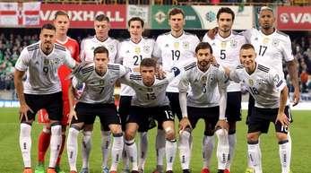 Die deutsche Fußball-Nationalmannschaft ist im Rangking der FIFA abgestürzt.