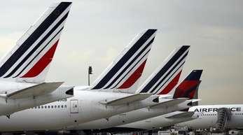 Flugzeuge der französischen Fluggesellschaft Air France auf dem Flughafen Charles de Gaulle inParis. Der Kanadier Benjamin Smith soll Air France-KLM wieder auf Erfolgskurs bringen.