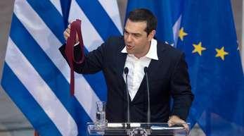 Im Januar 2015 gewann Alexis Tsipras die Wahlen und bildete zusammen mit einer kleinen rechtspopulistischen Partei die erste linksgeführte Regierung der Geschichte des modernen griechischen Staates.