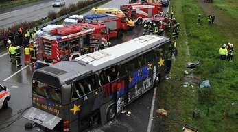 Im September 2010 starben 14 Polen, als ihr Bus bei Berlin von einem Auto gerammt wird und gegen einen Brückenpfeiler kracht.