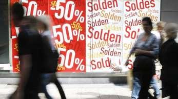 Shopping in Brüssel: Die Inflation in der Eurozone hat mit 2,1 Prozent das von der EZB angestrebte Ziel übertroffen.