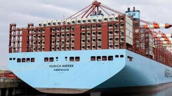 Der Containerriese «Munich Maersk» im Hafen von Hamburg.