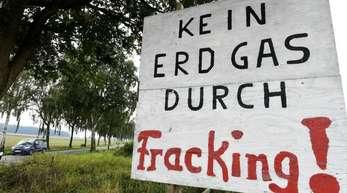Protest an der Ortsgrenze von Dudensen in Niedersachsen: Die Nachbarn der Förderanlagen fürchten Schadstoffbelastungen durch Fracking.