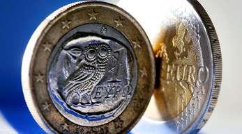 Insgesamt flossen rund 289 Milliarden Euro nach Athen - im Gegenzug für harsche Spar- und Reformmaßnahmen, darunter erhebliche Lohn- und Rentenkürzungen.