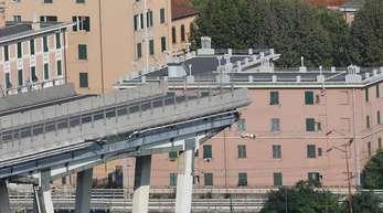 Blick auf die eingestürzte Morandi-Autobahnbrücke. 43 Menschen kamen bei dem Unglück ums Leben.