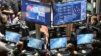 Statt per Livestream am Fernseher oder PC verfolgen die Fans die Wettkämpfe immer häufiger in großen Stadien.