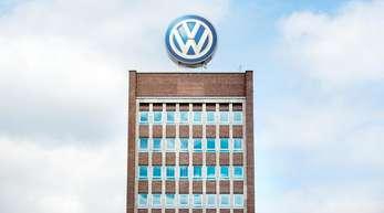 In Deutschland sind rund 52.500 Wagen vom Typ Tiguan und Touran betroffen.