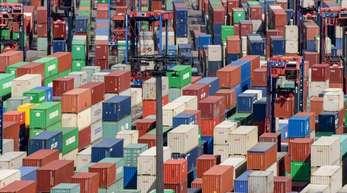 Deutschland exportiert seit geraumer Zeit insgesamt mehr als es einführt.