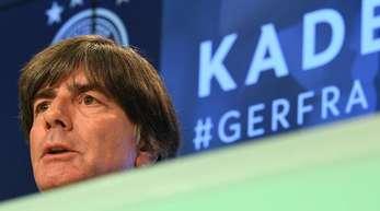 Joachim Löw bei der Kader-Bekanntgabe für die Länderspiele gegen Frankreich und Peru.
