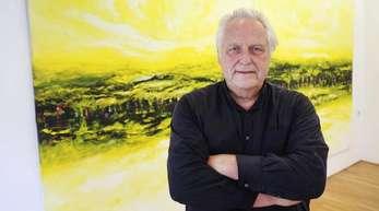 Helge Achenbach vor seinem Gemälde «Distant Shores».
