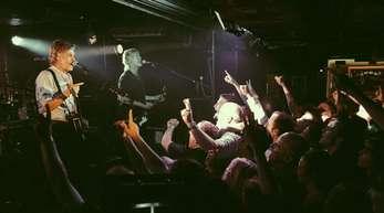 Hautnah:Paul McCartney spielt vor knapp 300 Fans im Cavern Club.