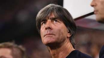 Joachim Löw (M.) sah gegen Frankreich ein sehr von der Taktik geprägtes Spiel.