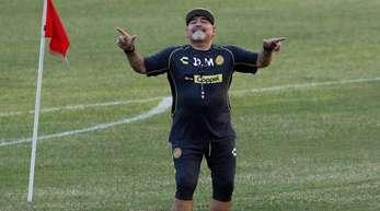 Fußball-Legende Diego Maradona wird im Stadion von Dorados de Sinaloa als Trainer des Clubs vorgestellt.
