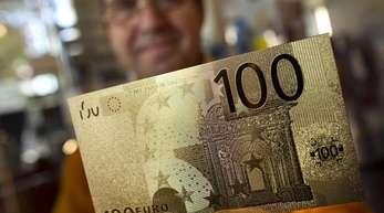 Die neuen Scheine sollen schwerer zu fälschen sein, weil die Währungshüter neue Sicherheitsmerkmale ausgetüftelt haben.