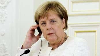 Merkel hatte im Februar 2017 eine Reise nach Algerien kurz vor dem Start wegen gesundheitlicher Probleme Bouteflikas absagen müssen.