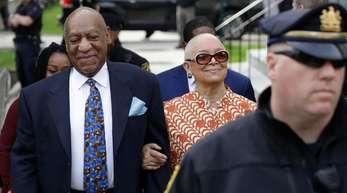 Bill Cosbys Frau Camille will Richter Steven O'Neill von dem Fall absetzen zu lassen.