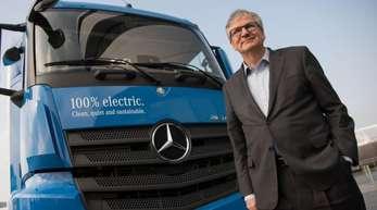 Nutzfahrzeug-Vorstand Martin Daum sieht weiterhin Grenzen für den Einsatz von Elektro-Lastwagen.