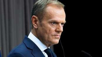 Ein Scheitern der Verhandlungen sei weiter durchaus möglich. Um eine «Katastrophe» zu verhindern, müssten nun alle Seiten verantwortlich handeln, schrieb Tusk auf Twitter.