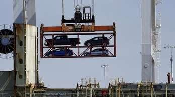 Containerverladung im Hafen von Oakland. Der Handelskonflikt zwischen China und den USA eskaliert.