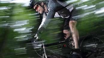 Oftmals kommt es in den Bergen und den Wäldern zu Problemen zwischen Fahrradfahrern und Wanderern.