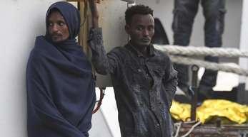 Migranten an Deck des italienischen Küstenwachschiffs «Diciotti».