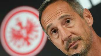 Cheftrainer Adi Hütter muss mit Eintracht Frankfurt unter Ausschluss der Öffentlichkeit gegen Marseille antreten.