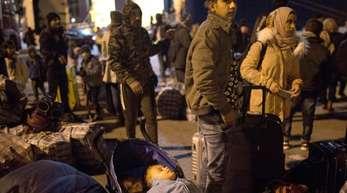 Nach der Flucht: Migranten kommen in Athen an. Wer über Griechenland nach Deutschland eingereist ist, muss zurück.