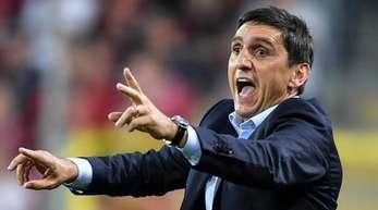 Bei einer Niederlage gegen Düsseldorf könnte es für Stuttgarts Trainer Tayfun Korkut schon unruhig werden.
