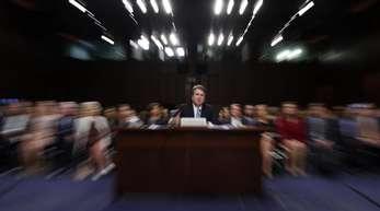 Brett Kavanaugh (M), Kandidat für ein Richteramt am US-Supreme-Court, bei einer Anhörung des Senatsausschusses.
