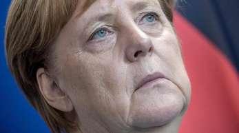 Bundeskanzlerin Angela Merkel am Mittwoch in Berlin. Die Umfragewerte der großen Koalition gehen weiter nach unten.