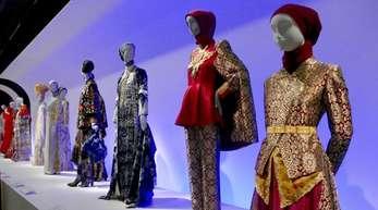 Gewänder muslimischer Designer aus Südostasien.