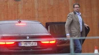 Bundesverkehrsminister Andreas Scheuer kommt zum Autogipfel ins Kanzleramt. Foto. Jörg Carstensen