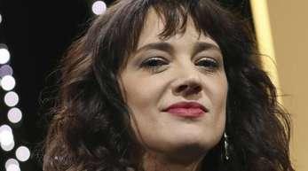 Die Schauspielerin Asia Argento wird beschuldigt, einen Minderjährigen vergewaltigt zu haben.