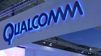 Schriftzug des Chipkonzerns Qualcomm, aufgenommen auf dem Mobile World Congress in Barcelona.