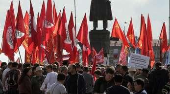 Anfang September in St. Petersburg: Menschen nehmen an einer Demonstration gegen die Erhöhung des Rentenalters teil.