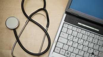 Die elektronische Patientenakte soll allen gesetzlich Versicherten bis spätestens 2021 zur Verfügung stehen.
