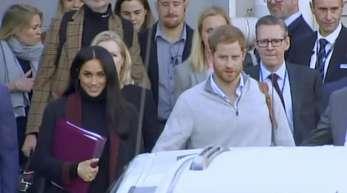 Prinz Harry und seine Frau Meghan bei ihrer Ankunft in Sydney.