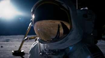 Ryan Gosling als Neil Armstrong in einer Szene des Weltraumdramas «First Man - Aufbruch zum Mond»: