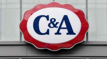 Im Zuge der Umstrukturierung bei C&A verlassen gleich vier der sieben Führungskräfte den Vorstand der Handelskette mit sofortiger Wirkung, berichtete die «Textilwirtschaft».