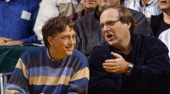 Bill Gates (l) und Paul Allen, beide Gründer von Microsoft, bei einem Spiel der Portland Trail Blazers.