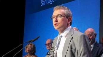 Der spanische Schriftsteller Santiago Posteguillo bei der Verleihung des Planeta-Preises.