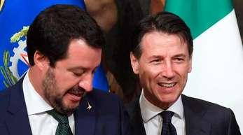Regierungschef Giuseppe Conte (r.) und Innenminister Matteo Salvini sind derzeit die beiden beliebtesten Politiker Italiens.