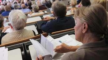 Studierende des Seniorenkollegs an der Universität Magdeburg.